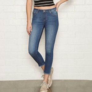RAW-CUT SKINNY ANKLE JEANS